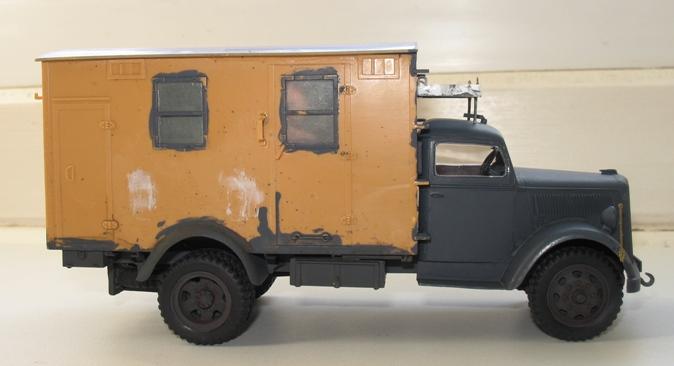 opel radio Italeri 1/35:opel blitz+grappe rabio du kit blitz tankwagen 1210290408016670110492782