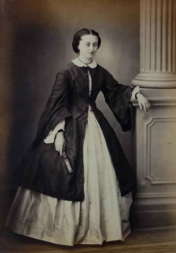 Richebourg 52 - Pierre Ambroise Richebourg Portrait d'une femme à l'eventail (1)