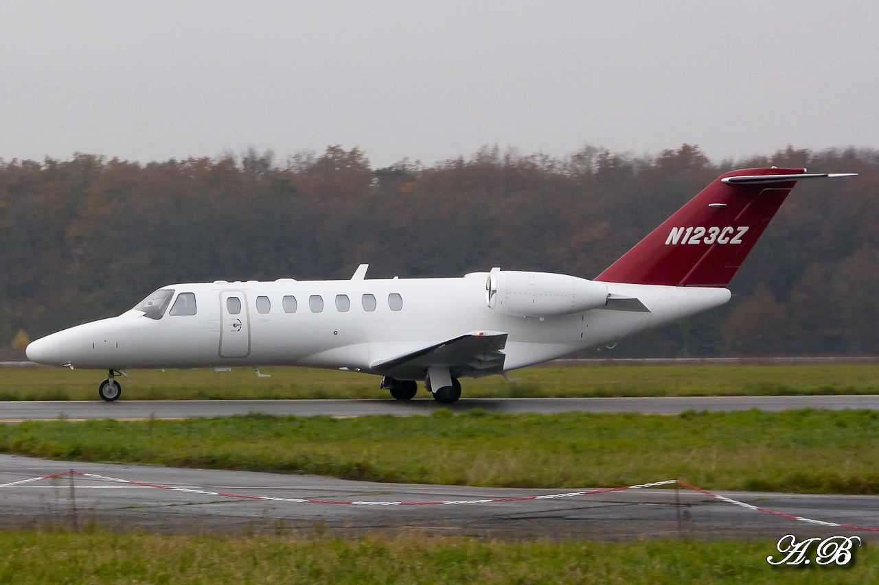 [BIZ JETS] L'Aviation d'Affaires de 2012... - Page 10 12120811070815701310643633
