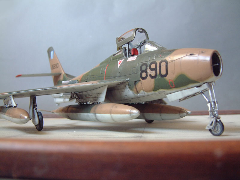 [Italeri] F-84F - 1/48e 1301260533334769010801072