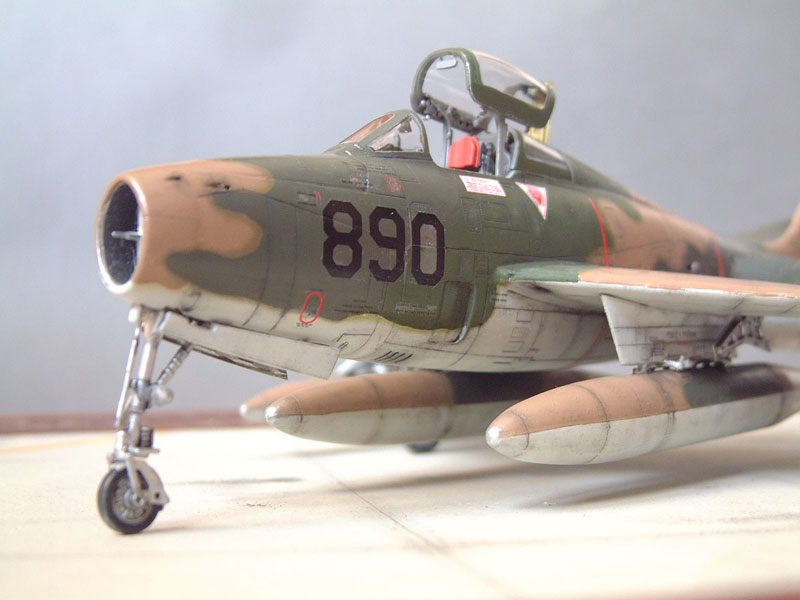 [Italeri] F-84F - 1/48e 1301260534314769010801086