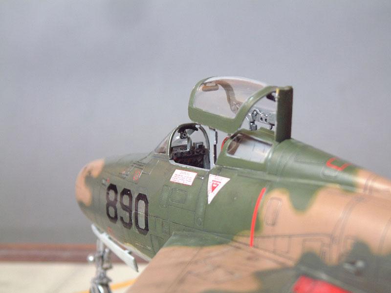 [Italeri] F-84F - 1/48e 1301260534504769010801091