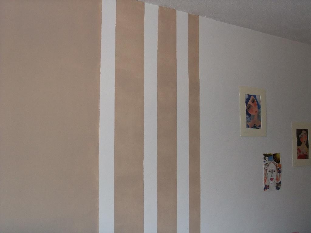 Salon nouvelle d co p12 cadres et miroirs petit mur - Bande de papier peint sur peinture ...