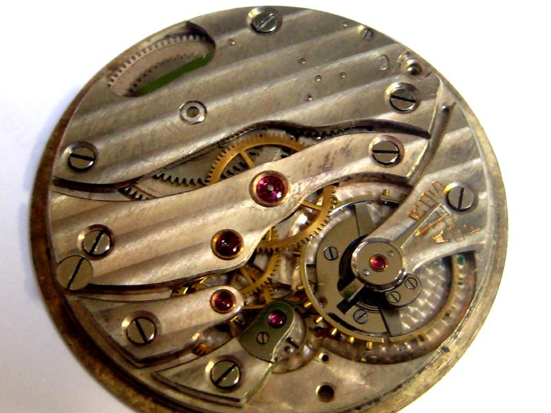 Un post qui référence les montres de brocante... tome II - Page 23 1303030551376519410925349