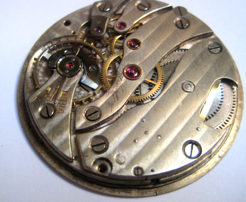Un post qui référence les montres de brocante... tome II - Page 23 1303030551406519410925352