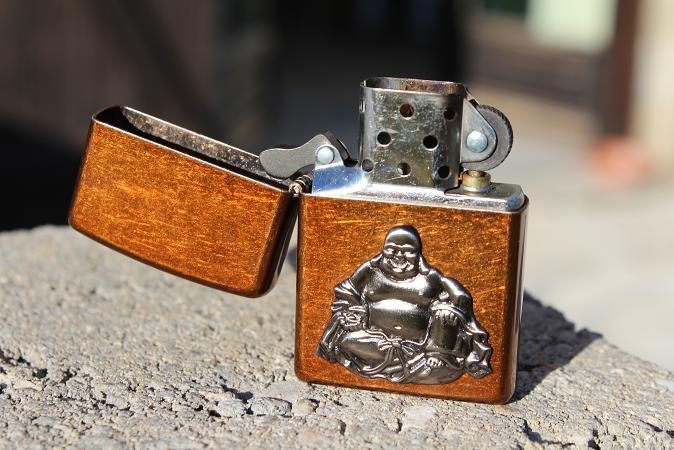 Mon premier Zippo : Le Buddha Emblem (en photos) 13031008310716157610954577