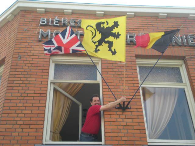 De Vlaamse vlag op onze huizen hangen 13033108490014196111034234