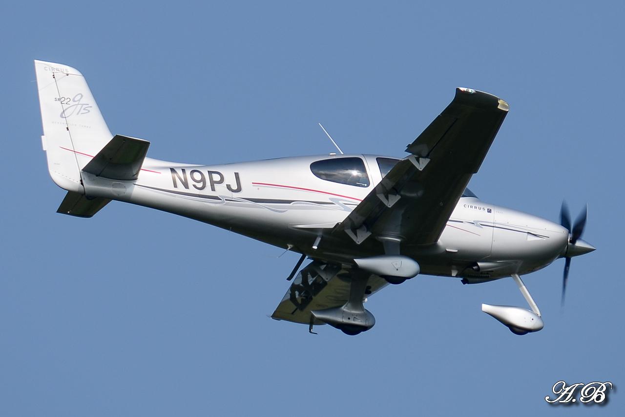 Spotting du 28/04/2013 : Charters dont B738 Corendon et A320 Orbest Portugal 13042810305116280011132160