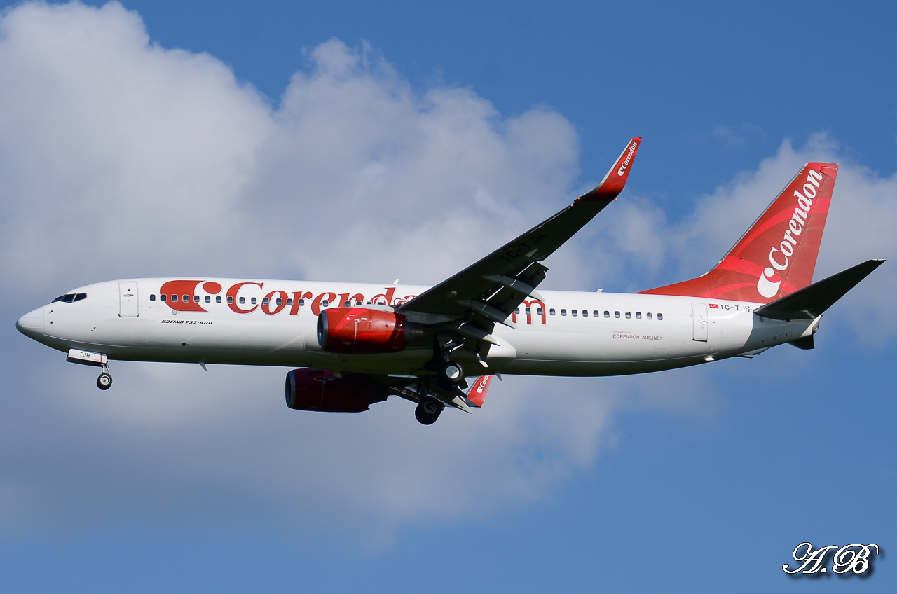 Spotting du 28/04/2013 : Charters dont B738 Corendon et A320 Orbest Portugal 13042810305116280011132161