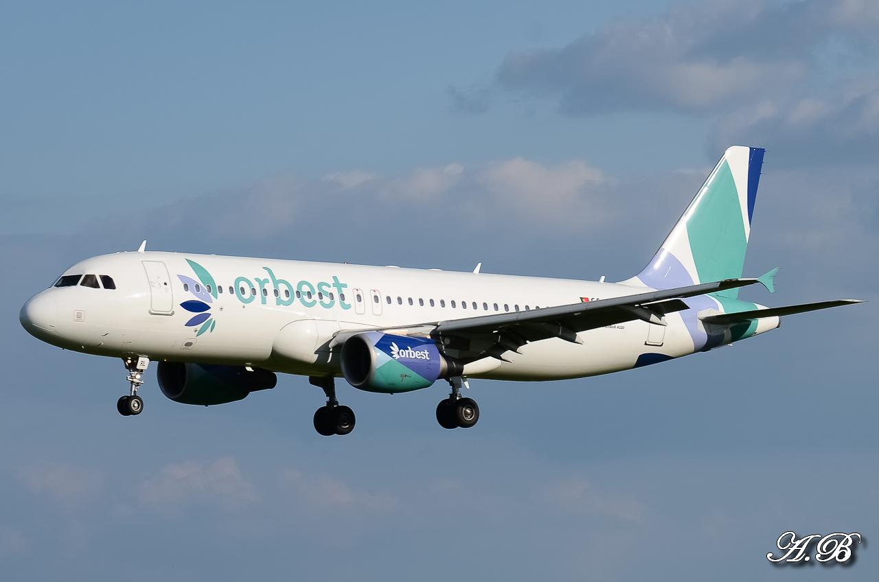 Spotting du 28/04/2013 : Charters dont B738 Corendon et A320 Orbest Portugal 13042810305216280011132165