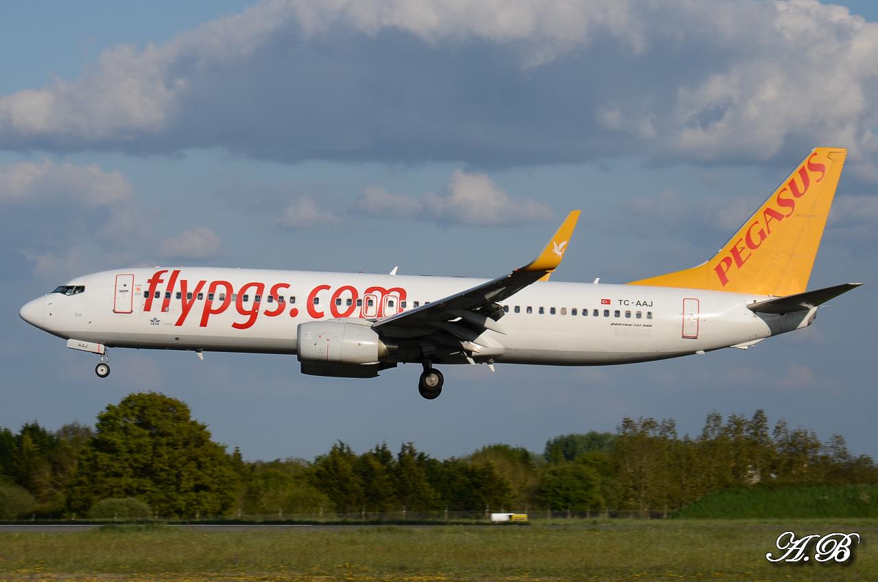 Spotting du 28/04/2013 : Charters dont B738 Corendon et A320 Orbest Portugal 13042810305216280011132169