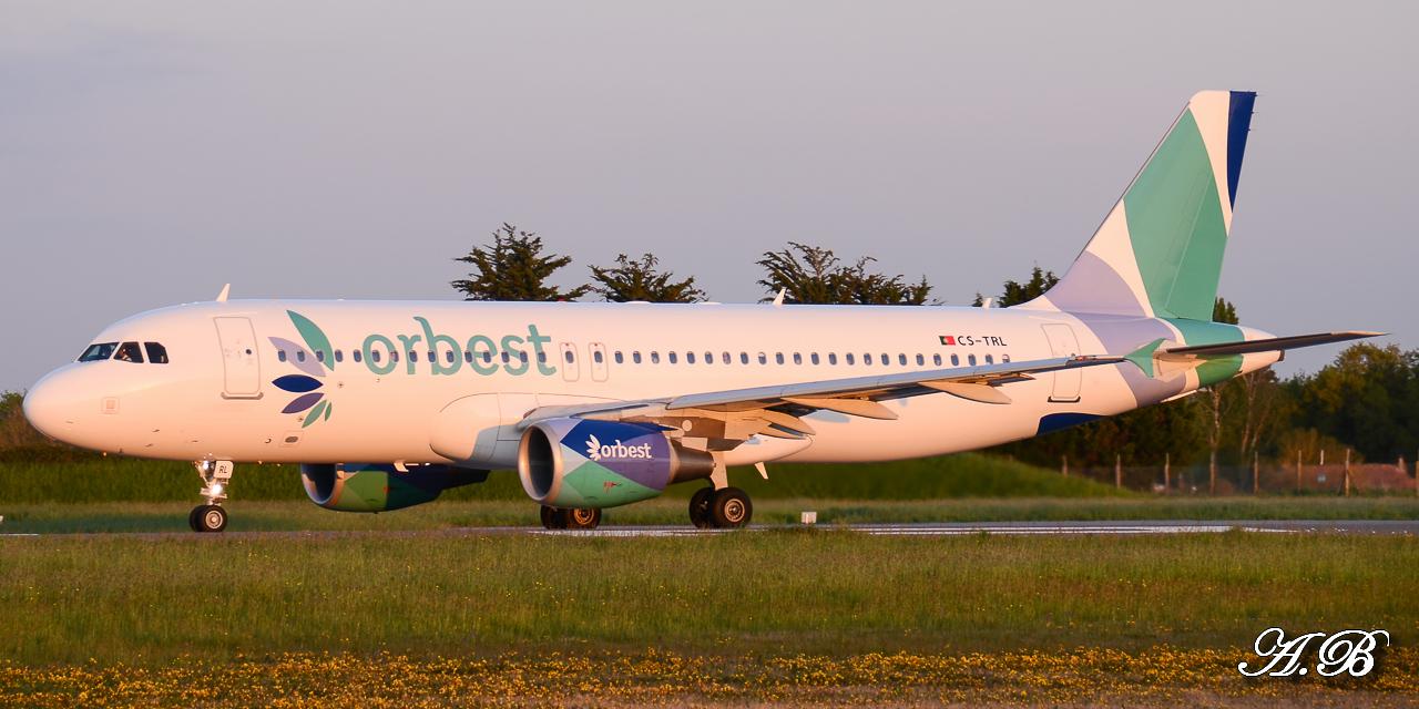 Spotting du 28/04/2013 : Charters dont B738 Corendon et A320 Orbest Portugal 13042810305316280011132172