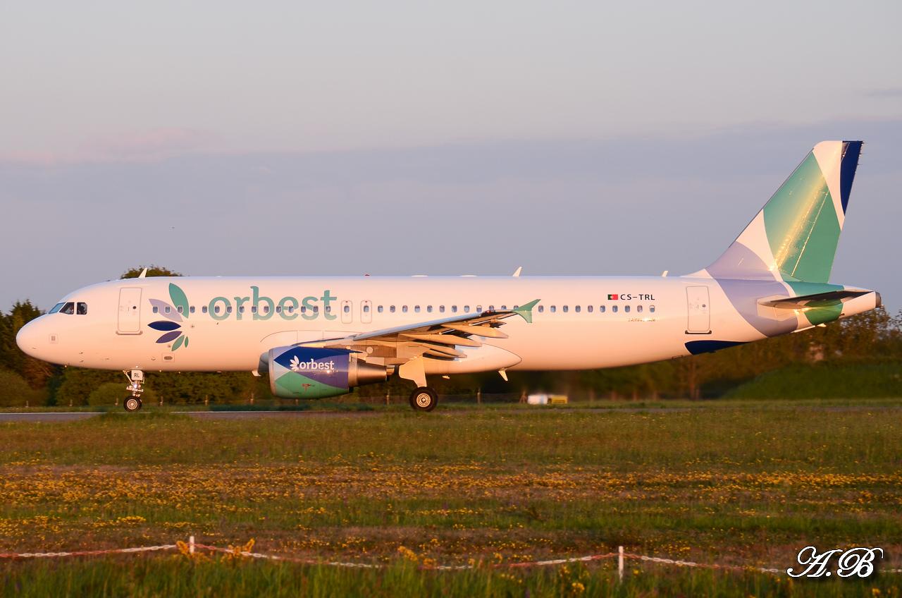 Spotting du 28/04/2013 : Charters dont B738 Corendon et A320 Orbest Portugal 13042810305316280011132173