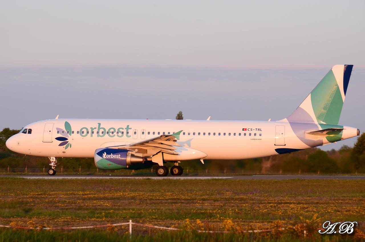 Spotting du 28/04/2013 : Charters dont B738 Corendon et A320 Orbest Portugal 13042810305316280011132174