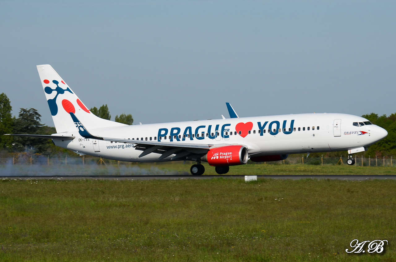 "[04/05/2013]  A320 EasyJet ""Full Orange"" + 738 Travel ""Prague love you"" +757 Privilege 13050408070116280011153047"