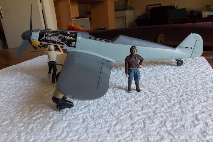 Projet Gunther Rall, Me BF 109 G6 et Mercedes 540 K + figurines au 1/24 13052210574416079111215066