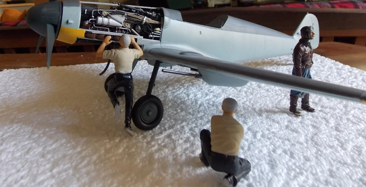 Projet Gunther Rall, Me BF 109 G6 et Mercedes 540 K + figurines au 1/24 13052210574516079111215067