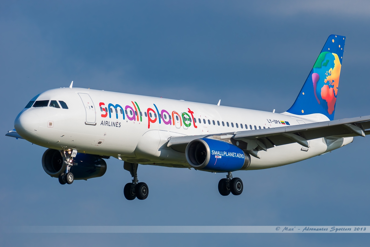 [01/06/2013] Airbus A320 (LY-SPA) Small Planet Lithuanie 13060201125316463311252959