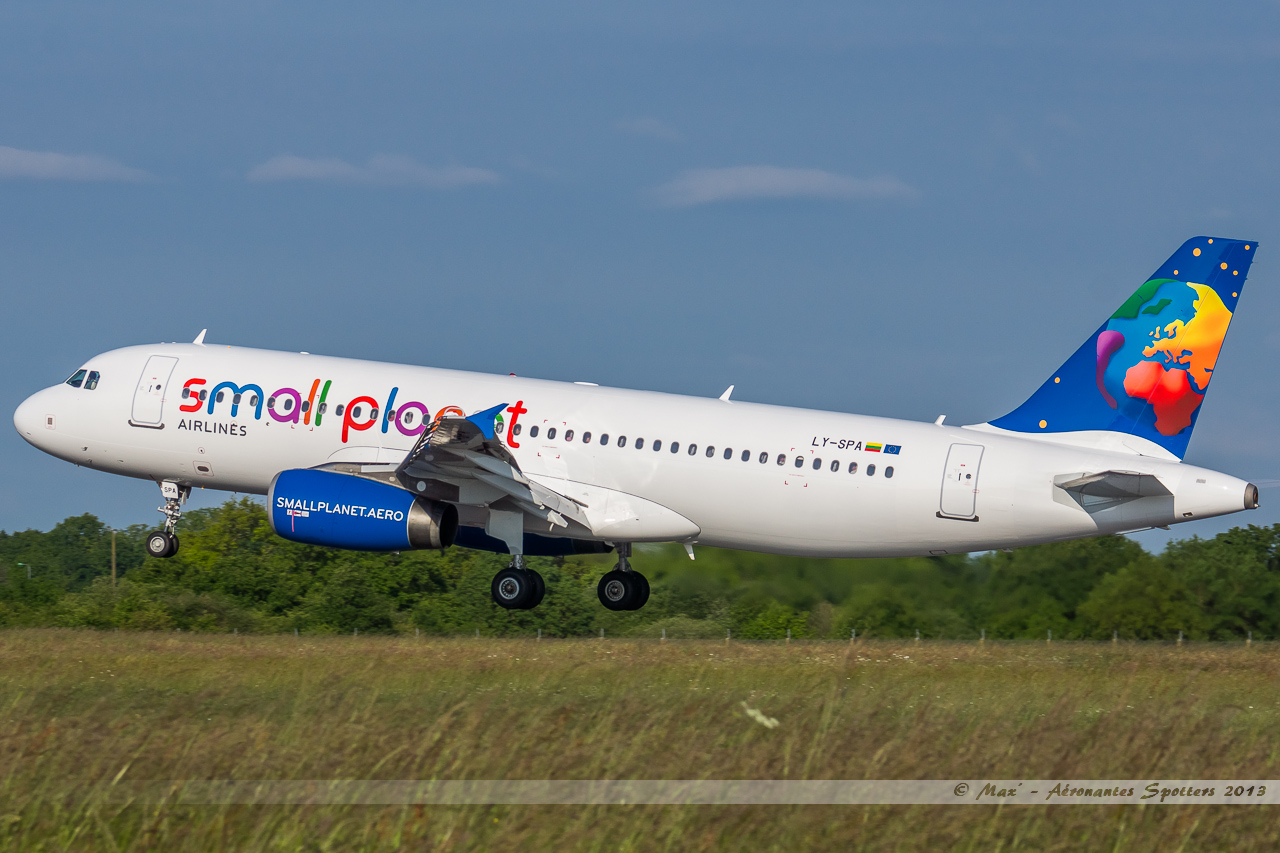 [01/06/2013] Airbus A320 (LY-SPA) Small Planet Lithuanie 13060212255316463311252897