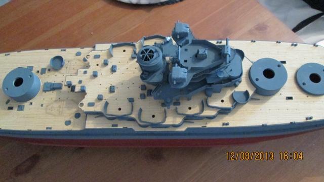 montage du USS ARIZONA AU 1/200 par Raphael - Page 3 1309211159224922011571115