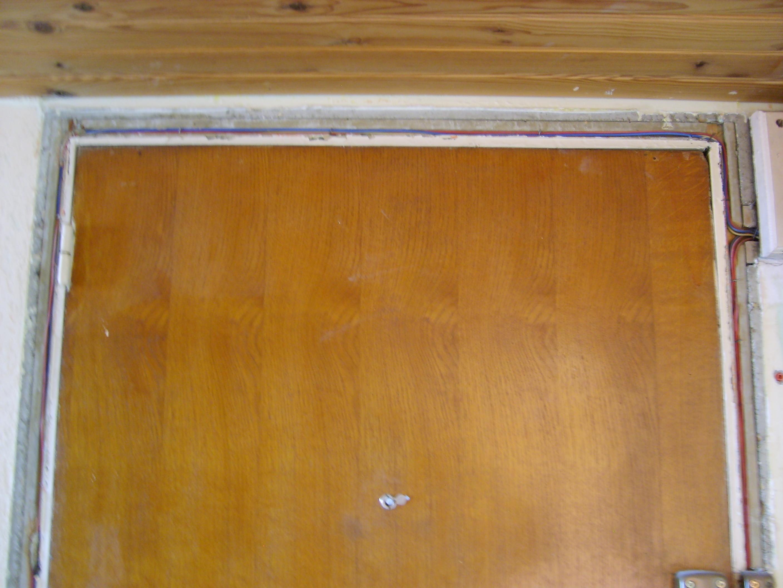 Fils electriques dans cadre porte principale for Largeur cadre de porte