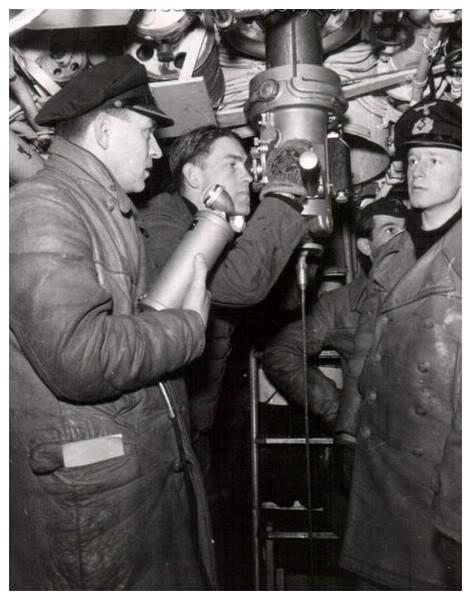 photos de sous-marin et de leur équipage 13101304064311831911635596