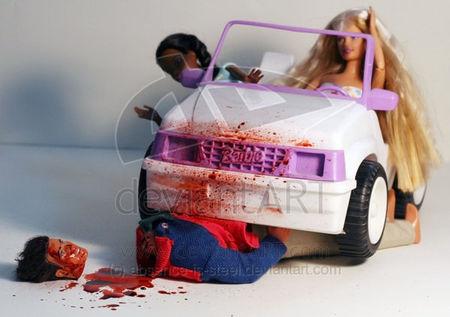 Barbie écrase Ken - accident de voiture