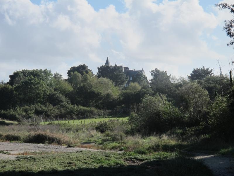 Le long du Château Richeux .. 1311050228398300611705240
