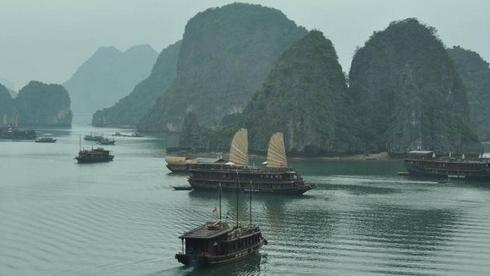 Hanoï, baie d'Along - voyage au pays des jonques et des sampans