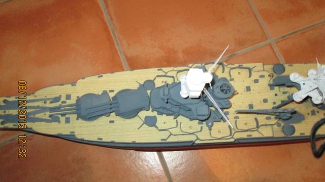 montage du USS ARIZONA AU 1/200 par Raphael - Page 4 1312081152324922011800616