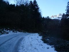 5603 Montée en bordure de la<br /> route glacée, au-dessus de la<br /> rive droite de l