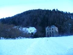 5607 Passage près des ruines<br /> des bâtiments en ruine de la<br /> Mine (1080 m).jpg