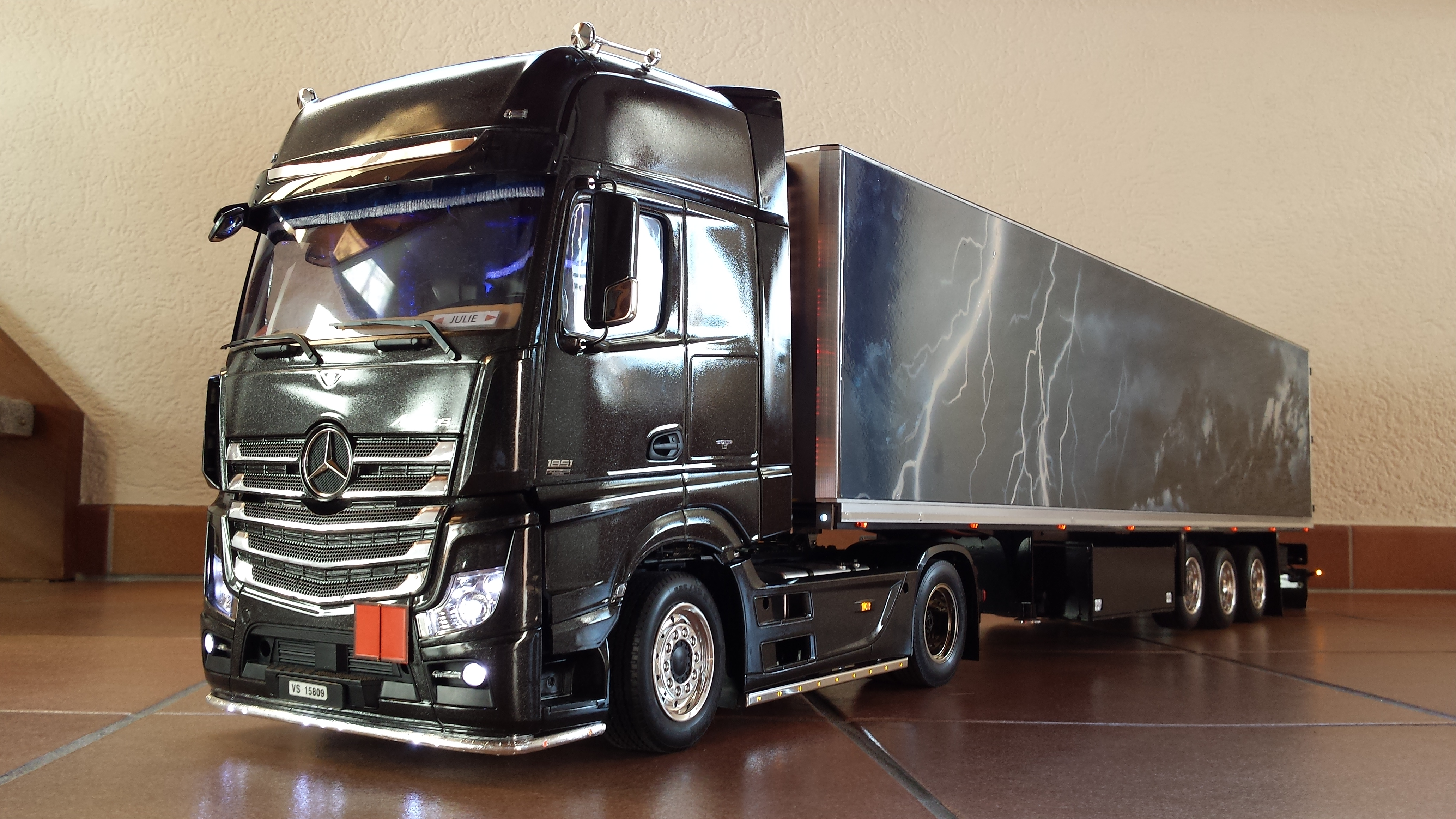 maquette camion mercedes actros. Black Bedroom Furniture Sets. Home Design Ideas