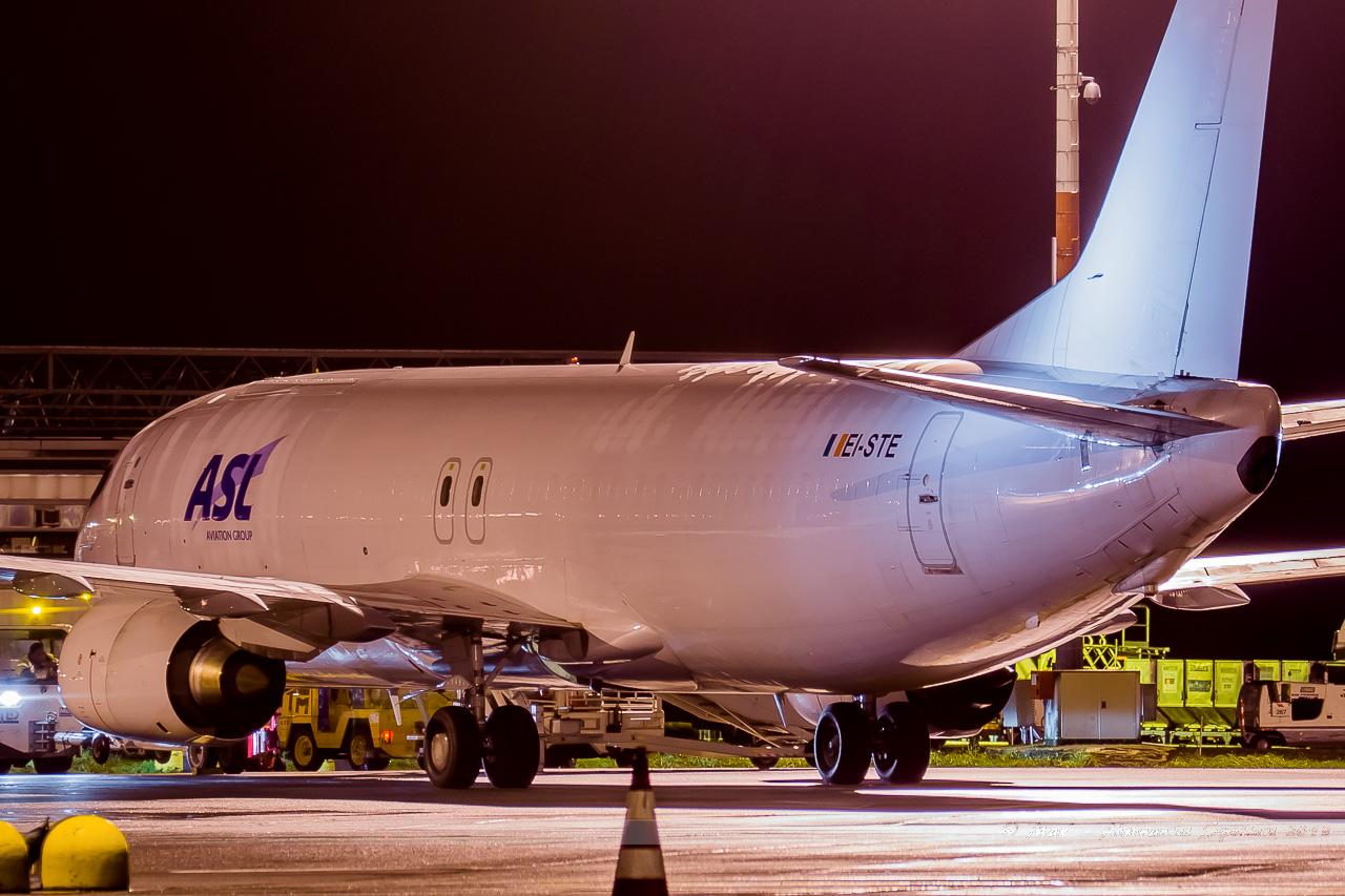 [26/11/2013] Boeing B737-400F (EI-STE) Air Contractors 13123110440316756011860921