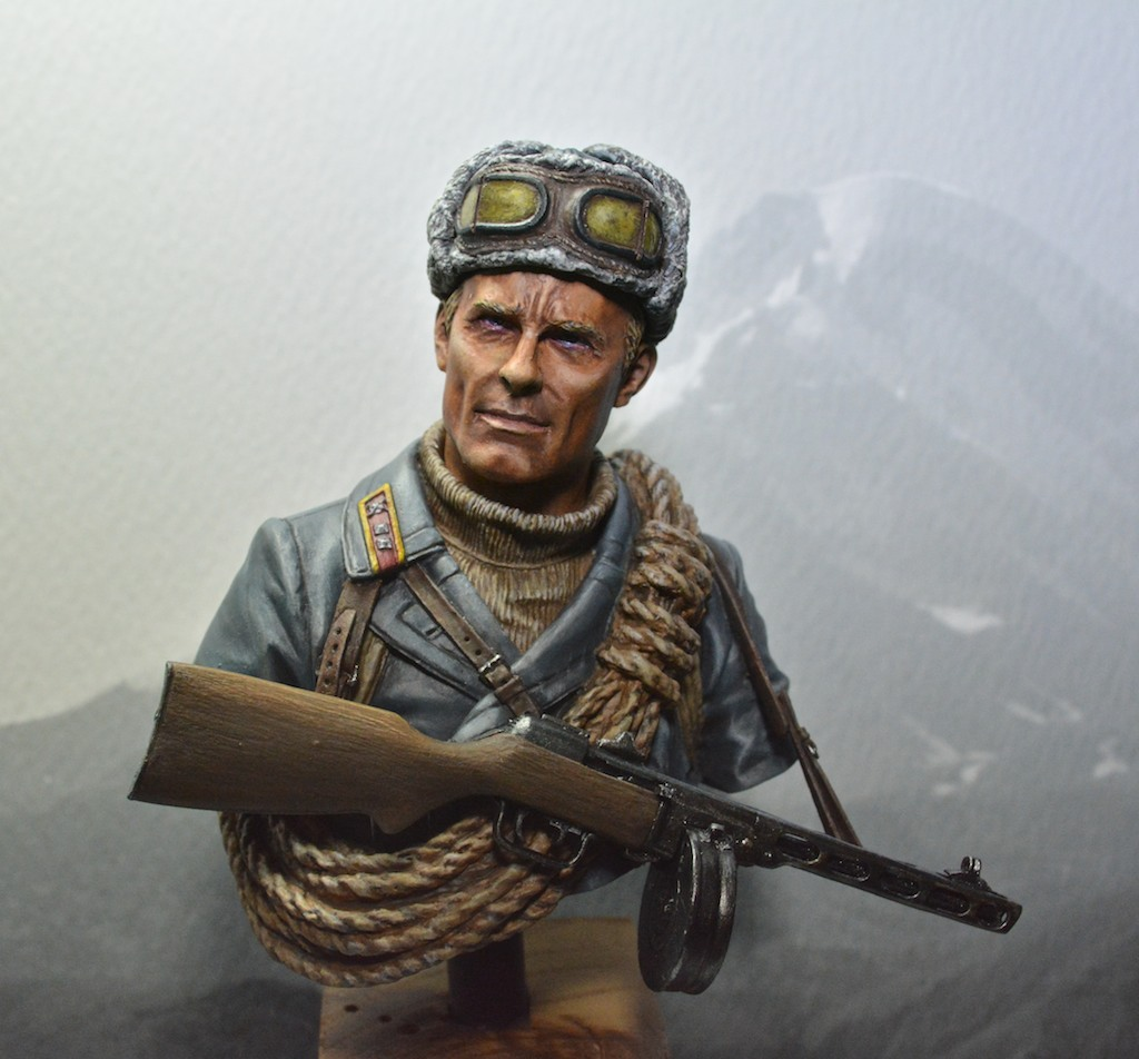 Soviet mountaineer officer - Young Miniatures - 1/10 14021109355812278511973357