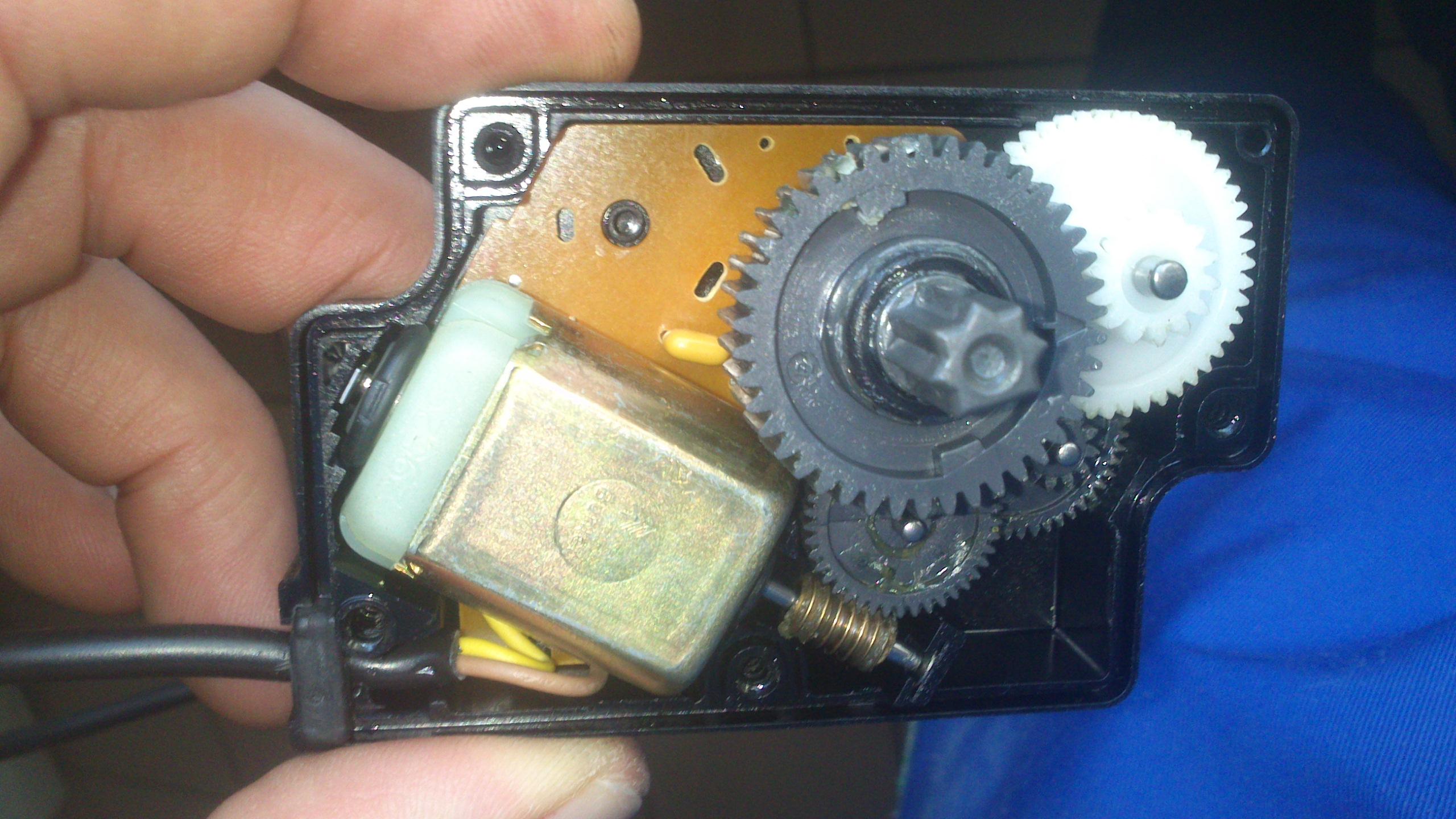 court cicuit 12v moteur d et g volet de clim 14031711110513085712074893