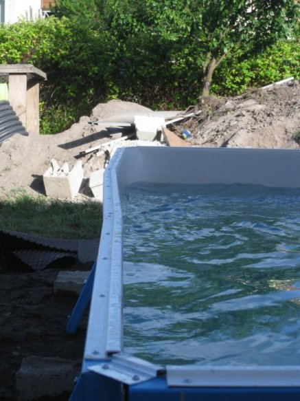 Construction d 39 une piscine aqua discount semi enterr e for Combler une piscine