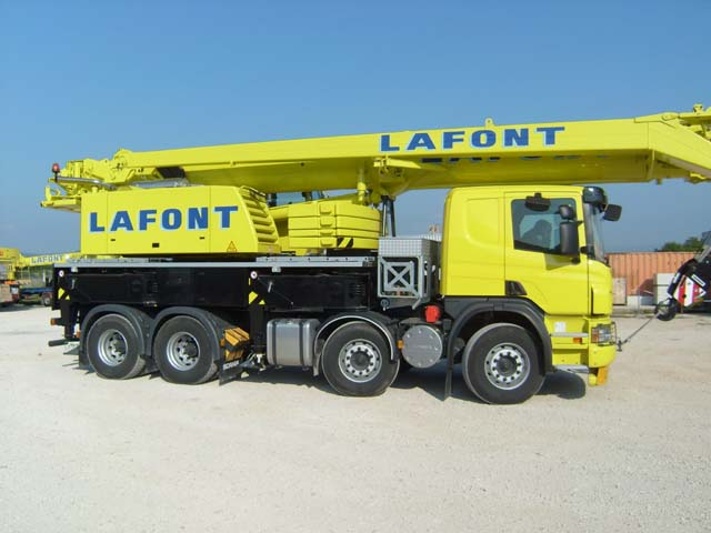 GRUE LIEBHERR LTF1045 sur chassis SCANIA 1403310841511624412113222