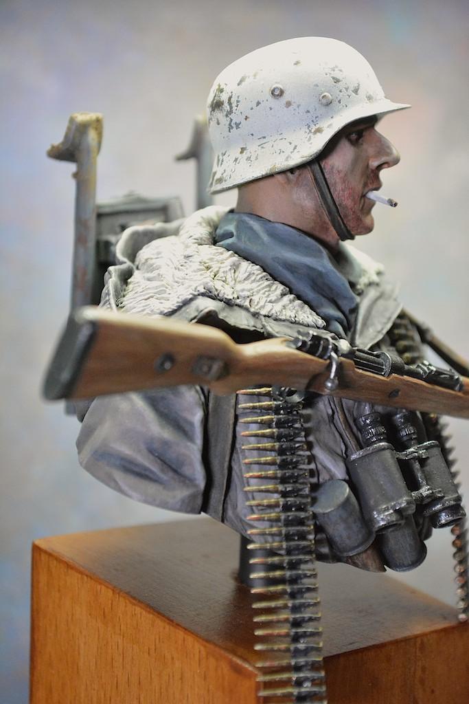 MG 42 Tripod Carrier - Kharkov 1943 - Life Miniatures 14040511521712278512123860