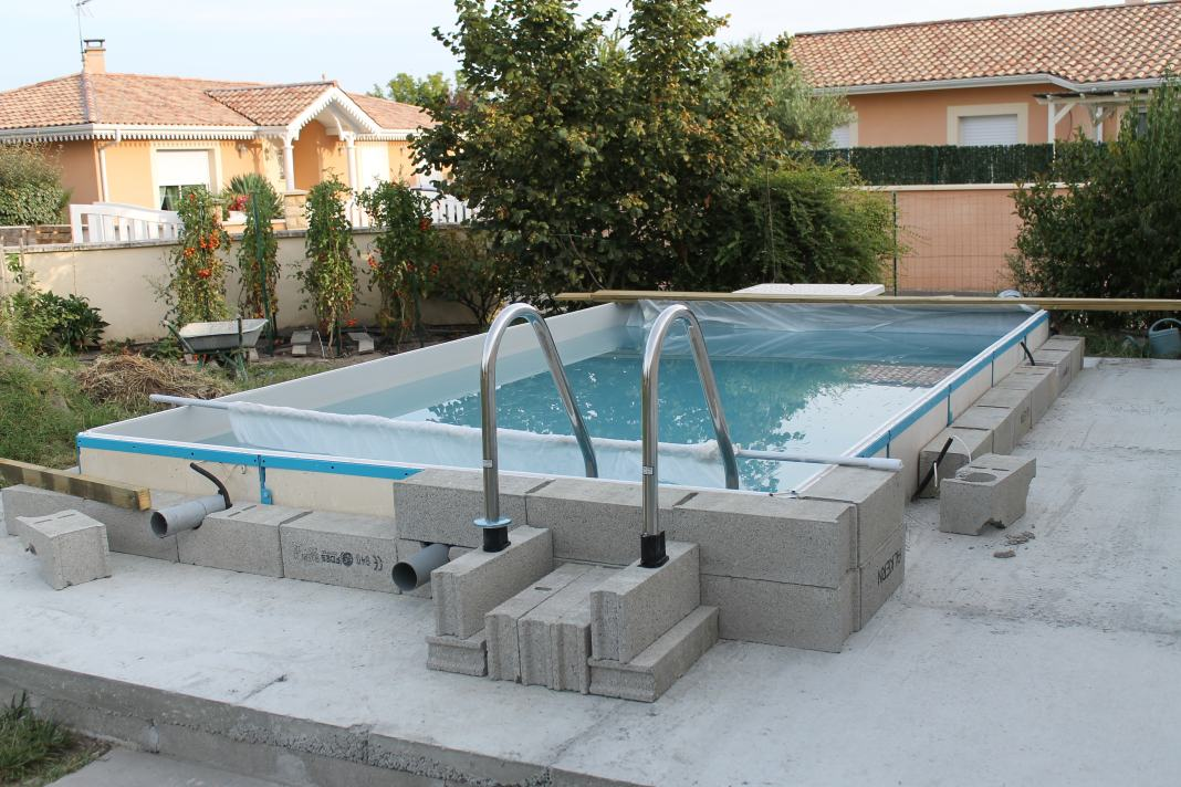 Construction DUne Piscine Aqua Discount Semi Enterre  Piscines
