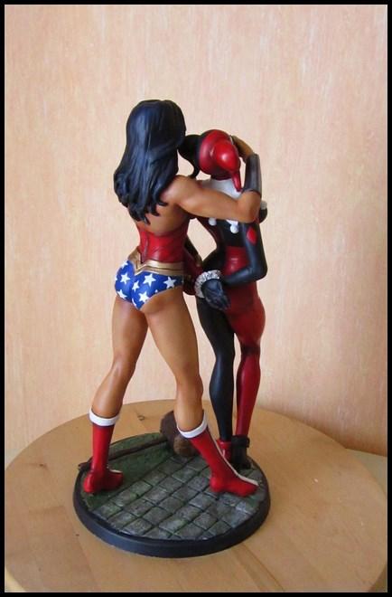 WonderWoman kidnapping Harley Quinn diorama 14050505485016083612208107