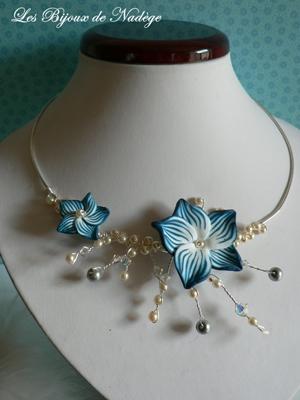 collier artisanale mariage fleur bleu