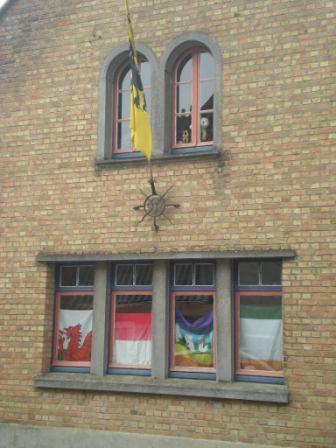 De Vlaamse vlag op onze huizen hangen - Pagina 2 14051209520314196112232143