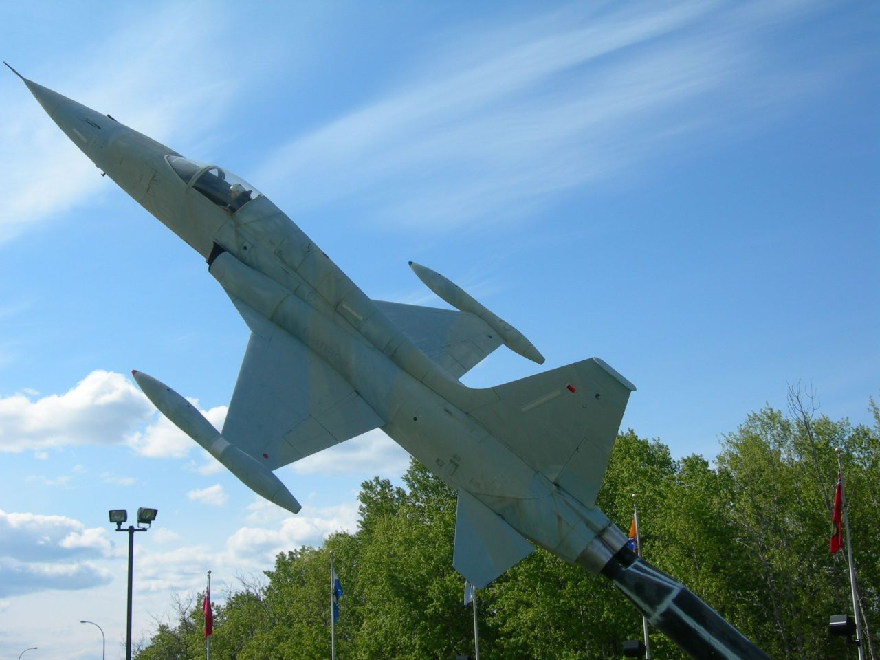 Stèles Base aérienne Cold Lake-Alberta-Canada 14060504281117629412292932