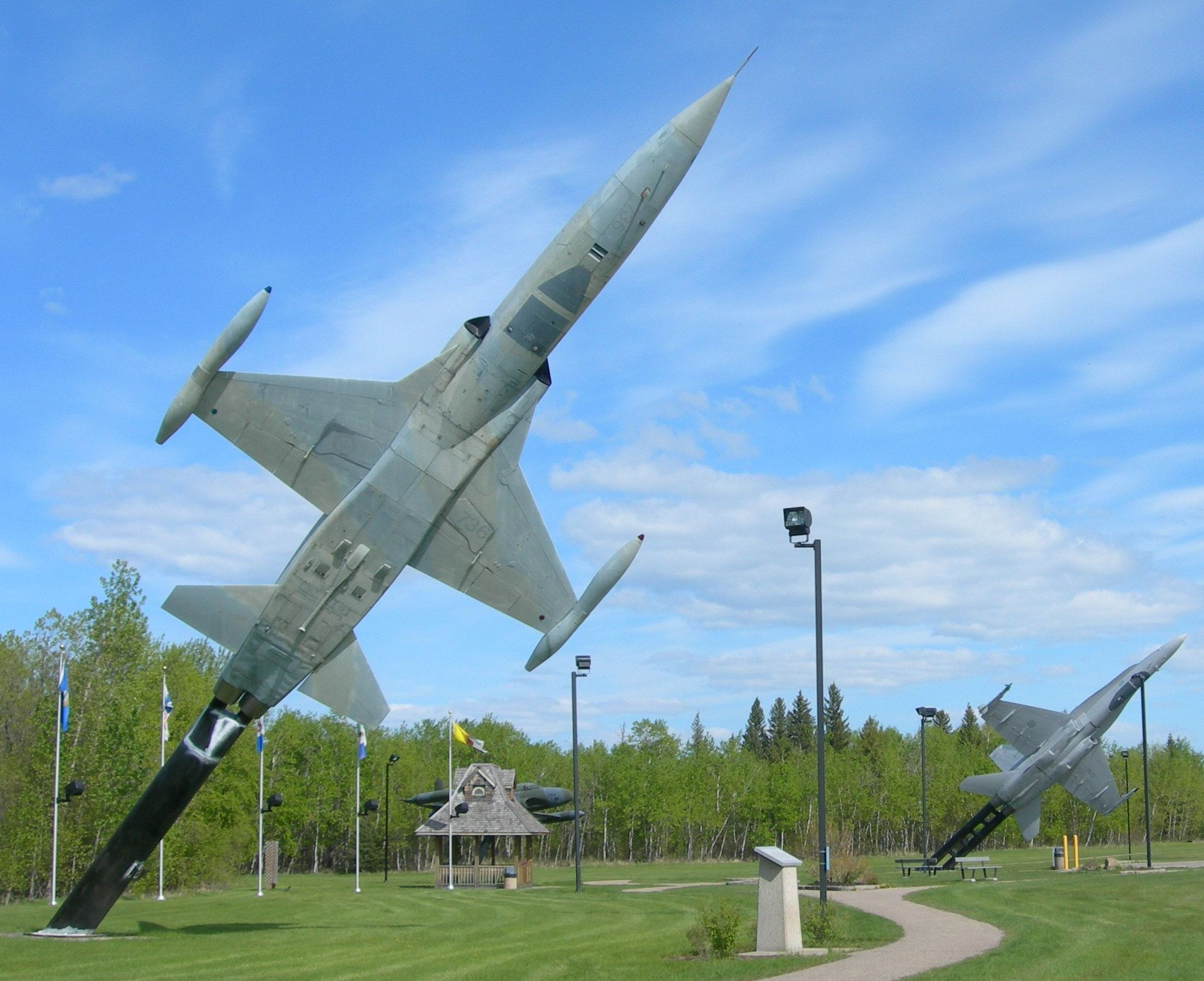 Stèles Base aérienne Cold Lake-Alberta-Canada 14060504282217629412292936
