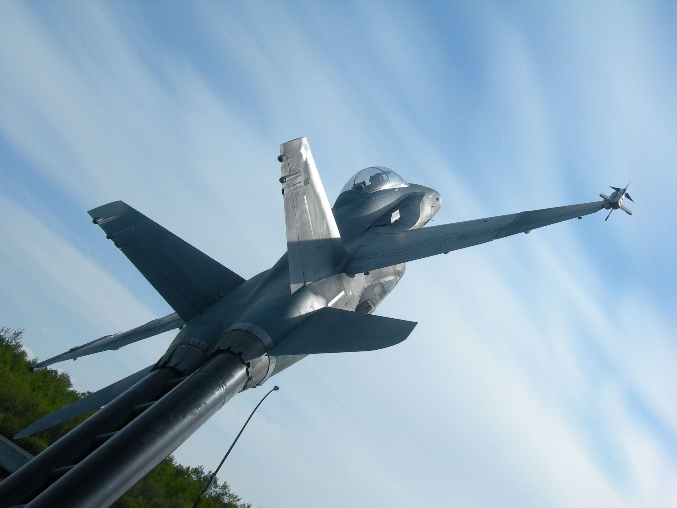Stèles Base aérienne Cold Lake-Alberta-Canada 14060504283317629412292942