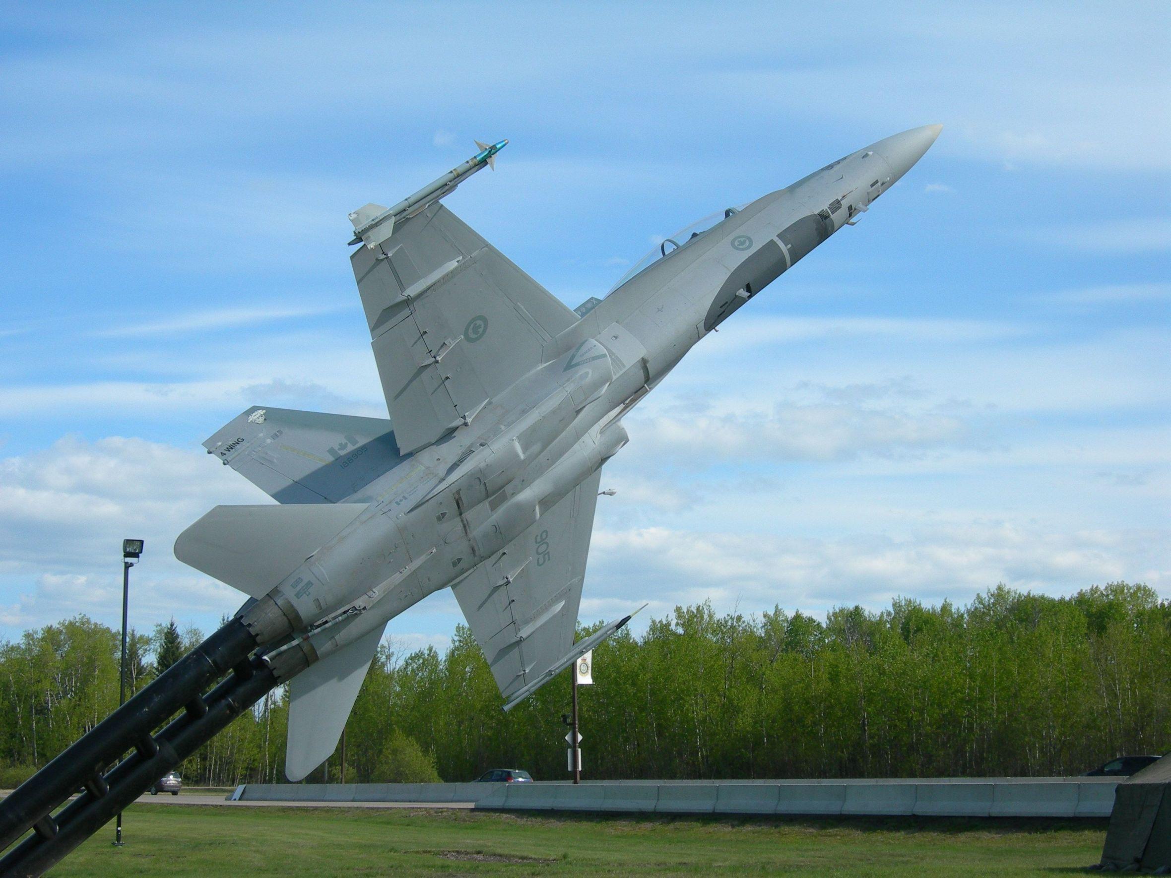 Stèles Base aérienne Cold Lake-Alberta-Canada 14060504284317629412292946