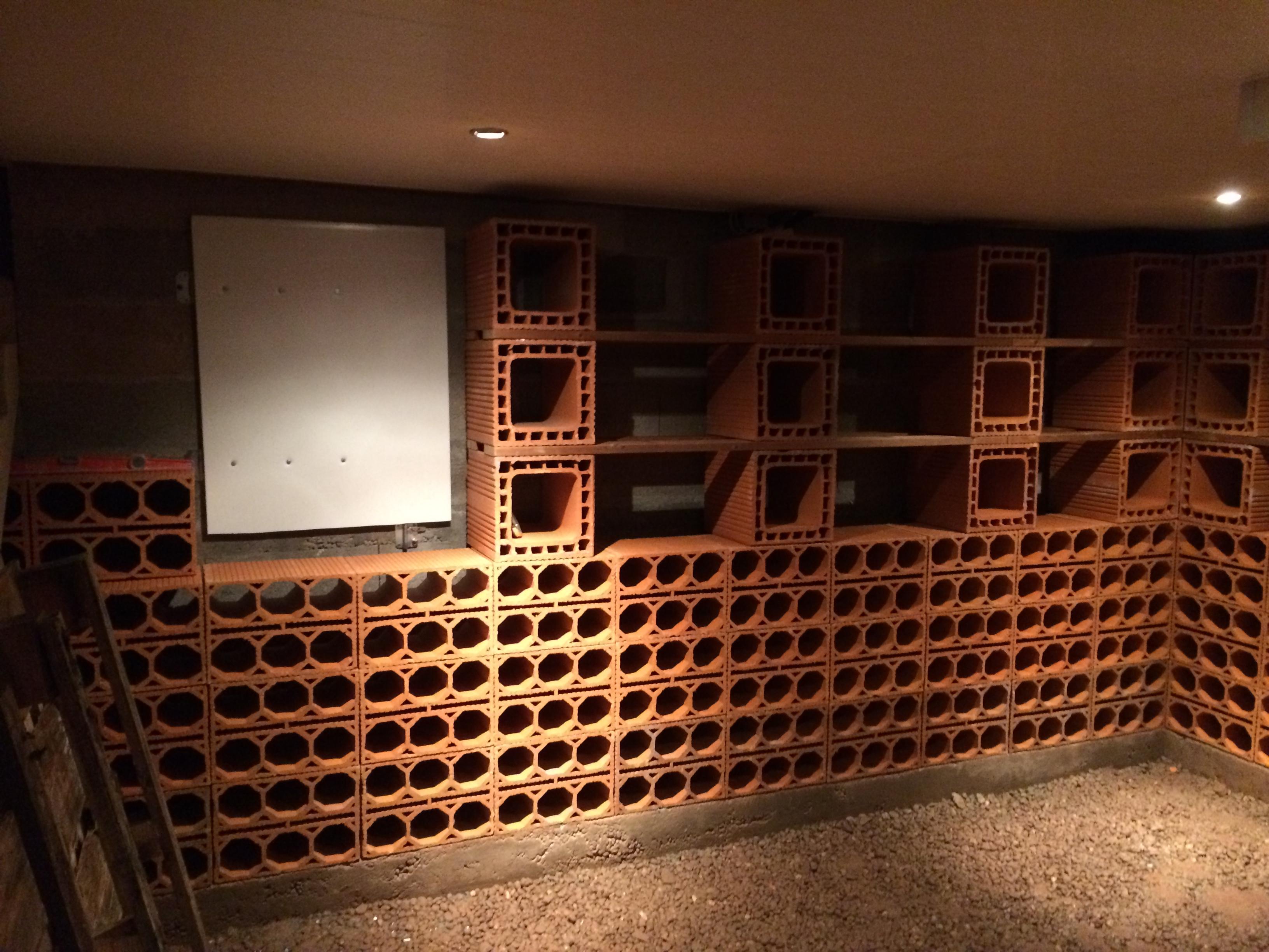 ordinaire range bouteille en brique 9 cave vin en terre cuite. Black Bedroom Furniture Sets. Home Design Ideas
