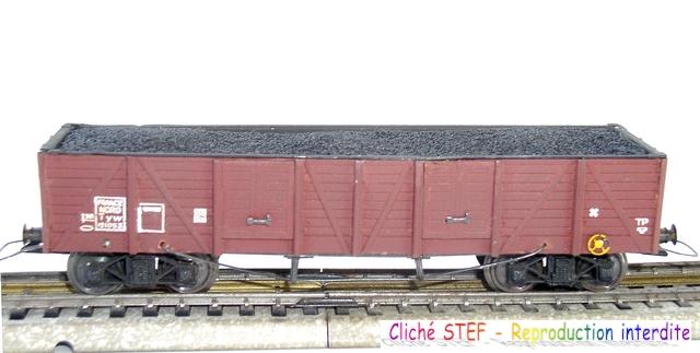 Wagons tombereaux à bogies maquette chargés 1409081125108789712509915