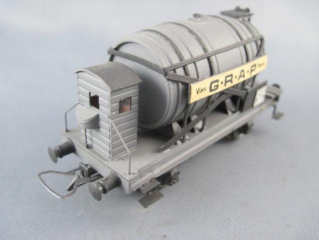 Wagons à 2 ess maquette citernes, foudres 1409081129298789712509998